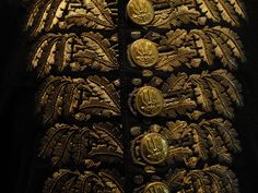 Buttons and gold oak leaf embroidery - French officer's uniform