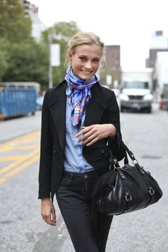 New York Street Style - Rome Street Style - Milan Street Style - Berlin Street Style Business Looks to Inspire women men for more fashionable outfits on working floor! Lovely to look @ your best! French Fashion, Look Fashion, Winter Fashion, Womens Fashion, City Fashion, 1950s Fashion, Vintage Fashion, Silk Neck Scarf, Silk Scarves