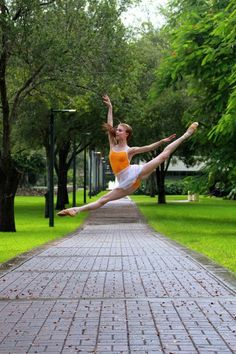 beautiful ballet - excellent extension and perfect pointe grand jete Dance Art, Ballet Dance, Street Ballet, Dance Pictures, Dance Pics, Dance Stuff, Ballet Photography, Just Dance, Redheads