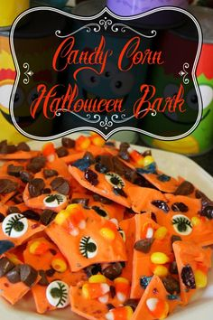 Candy Corn Halloween Bark is a fun and easy way to provide guests and friends a yummy Halloween treat. Halloween Bark, Easy Halloween Food, Halloween Goodies, Holidays Halloween, Happy Halloween, Christmas Goodies, Halloween Stuff, Food Themes, Food Ideas
