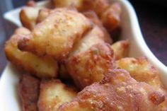 Ropogós burgonyás párnácskák fokhagymás fetaszósszal Hungarian Recipes, French Toast, Potatoes, Tasty, Snacks, Cookies, Vegetables, Breakfast, Cake
