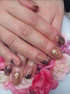 Pretty flourish nails