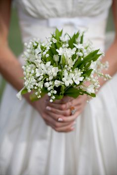 green and white bouquet / Fionnuala + Gavin| Photography: Peter Rowen