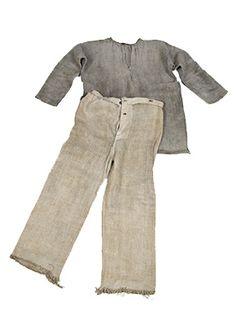 Keski-Suomen museo - Päivä Eilisessä - Entisajan vaatteissa Khaki Pants, Tees, Fashion, Museum, Moda, Khakis, T Shirts, Tee Shirts, Fashion Styles