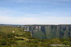 O Parque Nacional de Aparados da Serra é uma área de preservação ambiental localizada na Serra Geral, entre SC e RS.