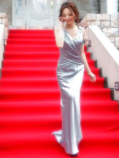 オリジナルサテン胸元背中ドレープシンプルラインエレガントラグジュアリーロングドレス