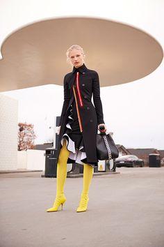 ジバンシィ バイ リカルド ティッシ 17年秋コレクション - 北欧を舞台に描く、メゾンの真髄 | ファッションプレス