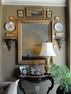 Queda bien 인테리어 가구 стены с картинами, стена галереи 및 французские интерьеры Wall Groupings, Décor Antique, Antique Frames, Enchanted Home, Decoration, Living Room Decor, Decor Room, Dining Room, Diy Home Decor