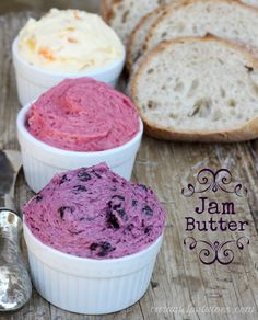 How to make jam butter. How perfect to just put these in mason jars for a homemade Mother's Day gift. 1 stick butter, whipped until fluffy 4 heaping tablespoons of your favorite jam Flavored Butter, Homemade Butter, Homemade Biscuits, Fruit Butter Recipe, Chutney, Antipasta, Salsa Dulce, Jam And Jelly, How To Make Jam