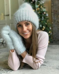 Knit Fashion, Sweater Fashion, Trendy Fashion, Fashion Women, Mitten Gloves, Mittens, Winter Sweaters, Winter Hats, Knit Crochet