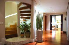 Pasillos, vestíbulos y escaleras de estilo moderno de MeyerCortez arquitetura & design