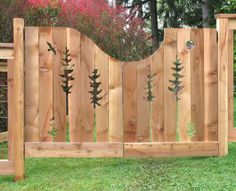 Fence Art - 25 pieces of art using a backyard fence as the canvas Fence mural, fence art, painted fe Front Yard Fence, Farm Fence, Fence Art, Backyard Fences, Garden Fencing, Garden Art, Low Fence, Horse Fence, Garden Privacy