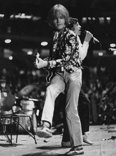 brian jones and mick jagger Mick Jagger Rolling Stones, The Rolling Stones, Brian Jones Rolling Stones, Rock N Roll, Pop Rock, Rollin Stones, Stone World, Swinging London, Charlie Watts