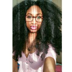 @CONSUELLATANJA lookin' LIT -Totally rockin her FINGERCOMBER HONEYCOMBER Unit! #FINGERCOMBER #FINGERCOMBERUNIT #NATURALHAIR #NATURALHAIRCOMMUNITY #PROTECTIVESTYLES #HONEYCOMBERUNIT #SUNNYDAY