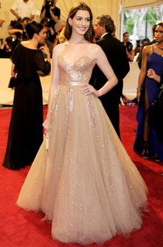 this would be gorgeous for a debut gown. :( [[[must remember that i'm not having a debut *sigh*]]]