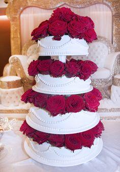 Classy met echte rozen #bruidstaart #weddingcake Cake, Desserts, Food, Tailgate Desserts, Deserts, Kuchen, Essen, Postres, Meals