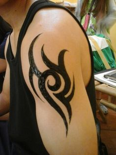 Henna... or tatoo... i dont't known... but i like it