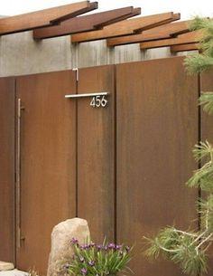 Corten steel gate for garden and wooden pergola # .- Cancello in acciaio corten per giardino e pergola in legno Corten steel gate for garden and wooden pergola - Steel Gate, Steel Fence, Steel Doors, Tor Design, Fence Design, House Design, Wrought Iron Driveway Gates, Front Gates, Front Fence
