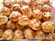 Sajtos pogácsaHozzávalók: 40-45 db-hoz A tésztához:50 dkg finom liszt 25 dkg Rama margarin 1 kispohár tejföl 2 dl tej 2,5 dkg élesztő 2 db tojás sárgája só 15 dkg reszelt trappista sajtA kenéshez:1 db tojás Savory Pastry, Hungarian Recipes, Slimming World Recipes, Pretzel Bites, Scones, Baked Potato, Cake Recipes, Food And Drink, Cooking Recipes