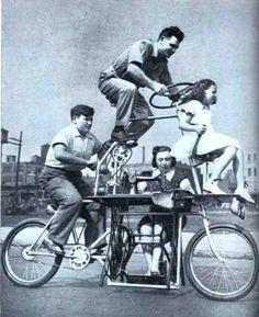 DoppioOm parte78. Cosa troverete: Muhammad Ali che mette in ridicolo Joe Frazier schivando pugni con fare beffardo, una singolare bicicletta familiare con macchina da cucire incorporata, un addet...