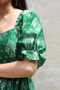 Blouse Back Neck Designs, Fancy Blouse Designs, Stylish Dress Designs, Saree Blouse Designs, Stylish Dresses, Brocade Blouse Designs, Simple Kurta Designs, Kurta Designs Women, Casual Frocks