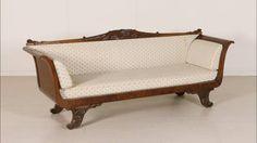 Alcuni dei divani di antiquariato del 700, 800 e 900 disponibili nel nostro catalogo online: http://www.dimanoinmano.it/it/cs94/antiquariato/sedie-poltrone-d...