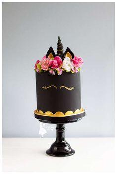 Taartjes-van-An-taart-nunspeet-bruidstaart-gelderland-bruidstaart-epe-bruidstaart-kamoen-bruidstaart-zwolle-bruidstaart-harderwijk-bruidstaart-zeewolde black unicorn black unicorm cake unicorn cake