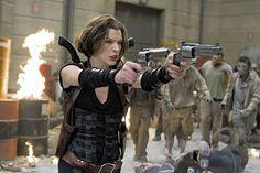 """Em """" Resident Evil 4: O Recomeço"""", o mundo devastado por um vírus mortal, Alice continua sua jornada para encontrar e proteger os poucos sobreviventes que restaram. Lutando contra a Umbrella, a guerra se torna mais violenta e ela recebe ajuda inesperada de uma velha amiga na busca por um lugar seguro e por novos sobreviventes."""