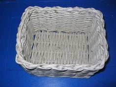 Pletení z papíru II. - vypletené hranaté dno - Tvoření pro radost a potěšení Laundry Basket, Wicker, Weaving, Organization, Home Decor, Dna, Hampers, Getting Organized, Organisation