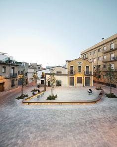 Franc Fernández, Fina Frontado | Urbanización Plaça d'en Clos, Ripollet
