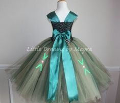 Princess Anna coronation dress inspired from Frozen movie size nb to Diy Tutu, Tulle Tutu, Tulle Dress, Tutu Dresses, Anna Coronation Dress, Unique Dresses, Formal Dresses, Frozen Tutu, Little Girl Tutu