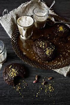 Pratos e Travessas: Bolachas de chocolate e pistachios # Chocolate and pistachios cookies | Food, photography and stories