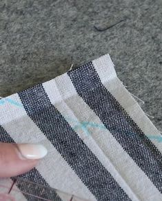 Learn how to sew napkins with mitered corners in this beginner friendly learn to sew series. Easy sewing projects for absolute beginners. lernen anfänger video How to Sew Napkins with Mitered Corners - Learn to Sew Series Diy Sewing Projects, Sewing Projects For Beginners, Sewing Hacks, Sewing Tutorials, Sewing Crafts, Sewing Tips, Sewing Machine Projects, Quilting Projects, Fabric Crafts