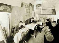 Casa Castells Arenys de Mar 1906. Preparant patrons per a les puntaires. Doing patterns to lacemakers.