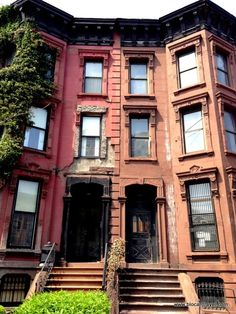 Brownstone in Fort Greene, Brooklyn, New York  Get inspired here: http://www.blocal-travel.com/2014/05/brownstone-brooklyn.html