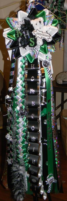 love the alternating ribbon surround