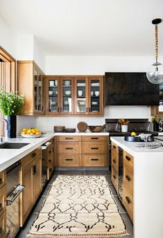 Uplifting Kitchen Remodeling Choosing Your New Kitchen Cabinets Ideas. Delightful Kitchen Remodeling Choosing Your New Kitchen Cabinets Ideas. Modern Farmhouse Kitchens, Farmhouse Kitchen Decor, Home Decor Kitchen, Interior Design Kitchen, New Kitchen, Home Kitchens, Kitchen Wood, Kitchen Ideas, Decorating Kitchen