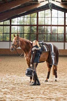 eskadron Equestrian Stables, Equestrian Chic, Equestrian Outfits, Equestrian Fashion, Cowgirls, Cgi, Horse Fashion, Chestnut Horse, English Riding