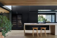 Inspired by Hygge and the beauty of the unadorned, studiofour transforms Central Park Road Residence into a home filled with depth and soul. Central Park, Hygge, Architects Melbourne, Local Architects, Timber Ceiling, Casa Patio, Black Countertops, Cocinas Kitchen, Villa