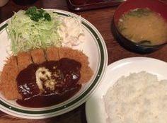 四谷近辺には安くて美味しいランチが楽しめるお店があるんですが中でもかつれつ四谷たけだはおすすめです カツとフライの専門店でお昼時には行列ができるほど人気な洋食屋なんですよ ここに行ったらぜひポークカツレツを食べて欲しいですね 柔らかいカツレツと濃厚なデミソースが絶品です  #東京 #四谷 #ランチ #とんかつ #洋食 #和食 tags[東京都]