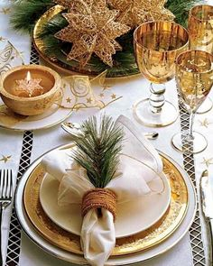 20 Exceptional Christmas Table Centerpiece & Decorating Ideas | Clipboards
