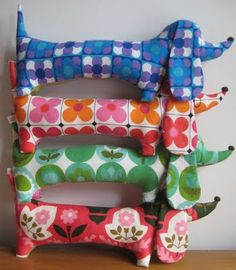 darling dachsunds... I want to make one for each of my kids. So cute!