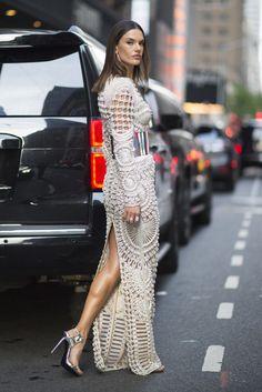 Alessandra Ambrosio Balmain Dress Met Gala 2016 | POPSUGAR Latina