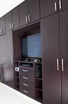 M Interior Design Refferal: 1775099387 Wall Wardrobe Design, Wardrobe Interior Design, Wardrobe Door Designs, Bedroom Closet Design, Bedroom Furniture Design, Home Room Design, Closet Designs, Home Decor Bedroom, Bedroom Wardrobe