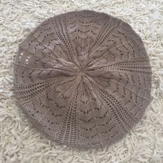 Beige beret hat Like new beige hat Accessories Hats