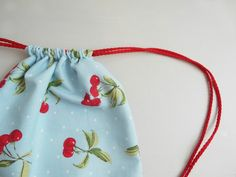 Super easy and completely adorable drawstring bag sewing tutorial.