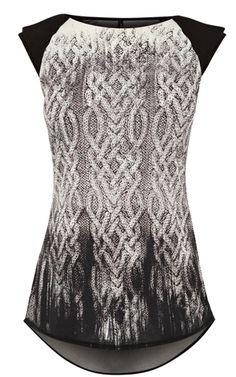 Unique knit print t-shirt.