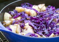 Patates salatasına hem lezzet hem renk katıyoruz.