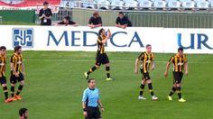 Mirá el golazo de @DiegoForlan7 en su debut con la camiseta de Peñarol. http://subrayado.com.uy/Site/noticia/47528/debut-forlan-penarol… Foto vía @OficialCAP