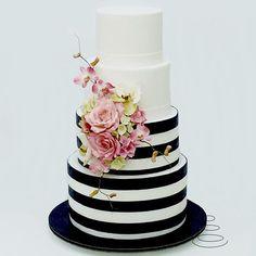 . Kate Spade Cake, Cake Cookies, Cupcakes, Cake Pops, Cake Decorating, Baking, Instagram Posts, Party, Desserts